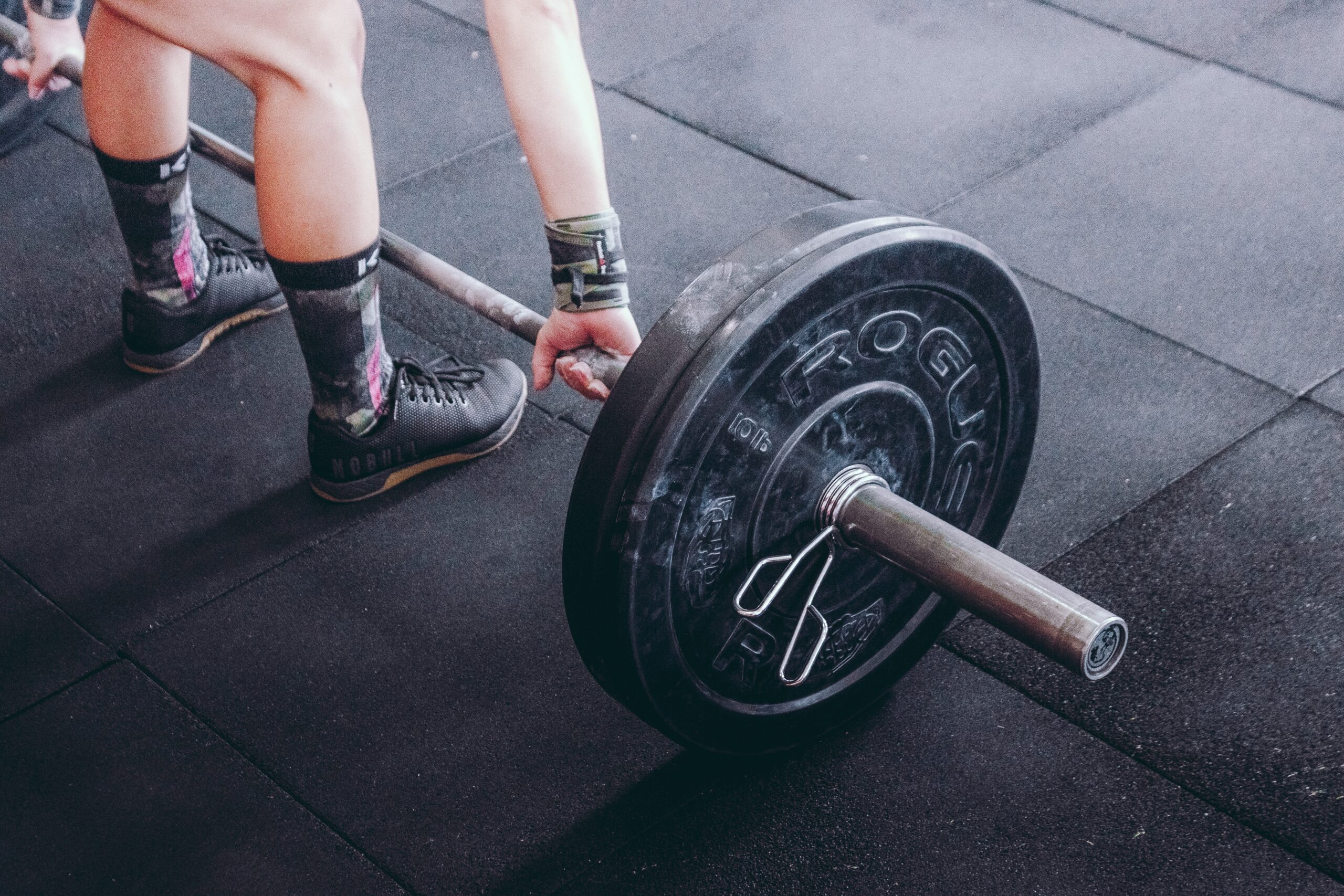 toronto chiropractor talks about back pain from lifting